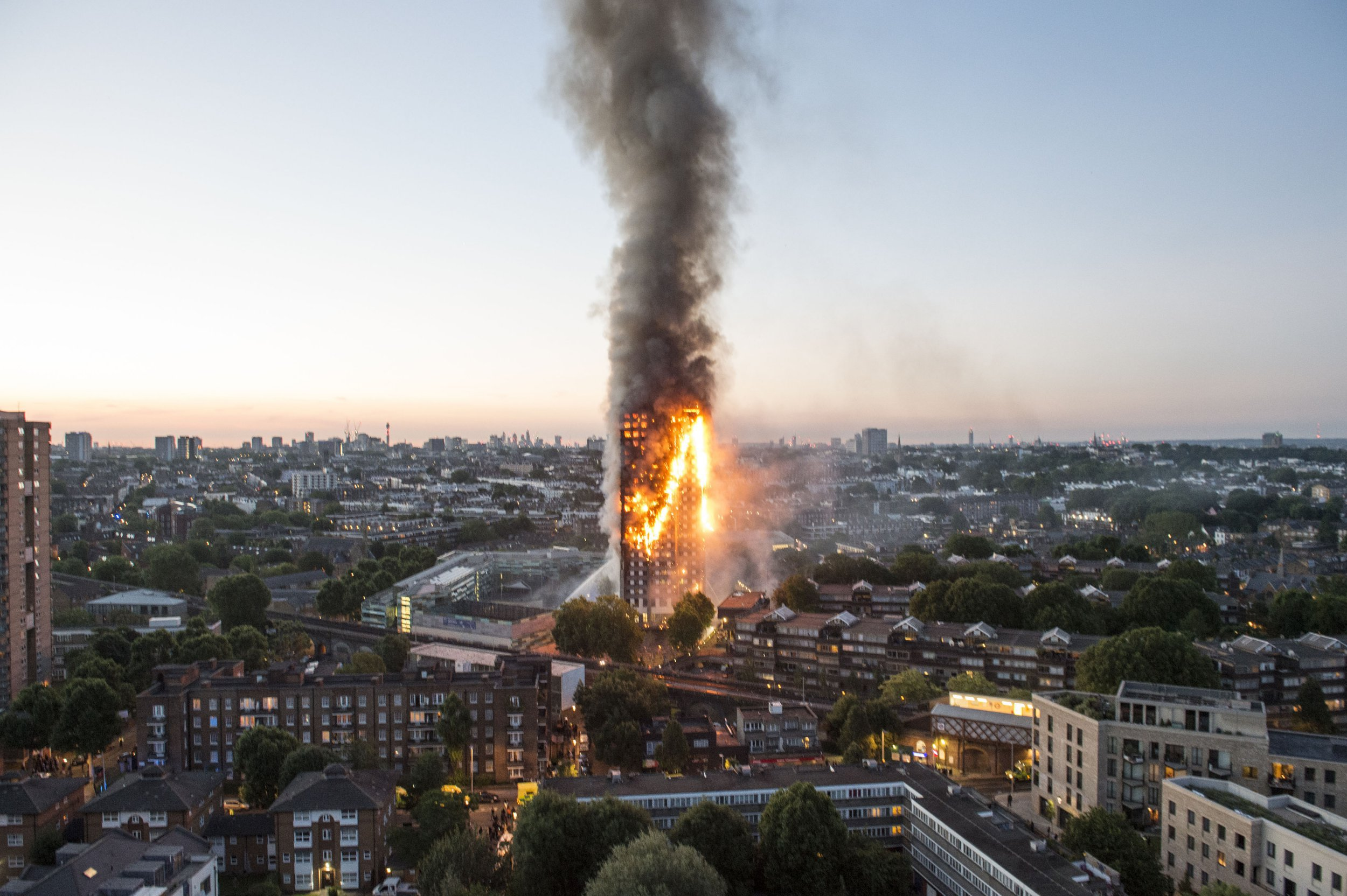 London fire: Screaming people trapped as blaze engulfs 27-storey Grenfell Tower in Notting Hill